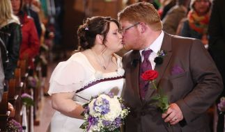 Zwei Herzen haben sich bei Bauer sucht Frau 2012 gefunden. Zu Beginn der zehnten Staffel geben sich Peter und Nicole während einer Traumhochzeit das Ja-Wort. (Foto)