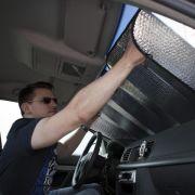 Gegen Hitze im Auto: Manchmal hilft vorausschauendes Parken (Foto)