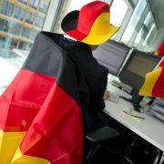 Arbeitsplatz zur WM nur mit Erlaubnis des Chefs dekorieren (Foto)
