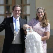 Wie süß! Prinzessin Leonore träumt bei ihrer Taufe (Foto)
