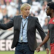 Kameruns Trainer Finke relativiert Prämienstreit (Foto)
