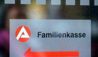 Das Einkommensteuergesetz legt fest, wieviel Kindergeld Eltern von der Familienkasse erhalten. (Foto)