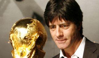 Der Pokal im Fokus: Laut Vorhersagemodell befindet sich Deutschland mit Argentinien und Spanien im erweiterten Favoritenkreis. (Foto)