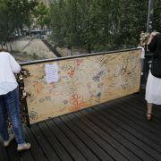 Liebesschlösser zu schwer für die Stadt der Liebe (Foto)