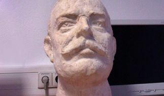 Unseliges Vergessen - Alois Alzheimer entdeckte Hirnveränderungen (Foto)