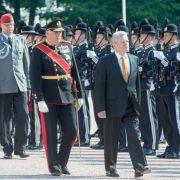 Gauck von König Harald in Oslo begrüßt (Foto)
