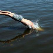 Sprung in Badesee kann zu Querschnittslähmung führen (Foto)