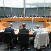 Zeitung: Regierung bremst NSA-Untersuchungsausschuss (Foto)