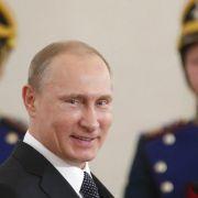 Poroschenko wirft Putin Panzerlieferungen an Separatisten vor (Foto)
