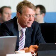 Bahnchef Grube weist Kritik an Berufung Pofallas zurück (Foto)