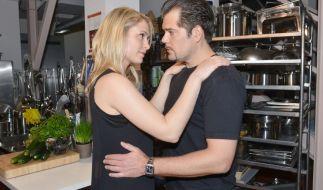 Leon (Daniel Fehlow) fühlt sich von Sophie (Lea Marlen Woitack) unwillkürlich angezogen. (Foto)