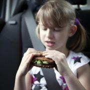 Auf langen Autofahrten kalorienarm snacken (Foto)