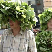 Feuer, Feier, Fröhlichkeit: Traditionen zum Mittsommerfest (Foto)