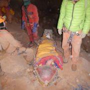Höhlenforscher und Retter auf letzter Etappe (Foto)