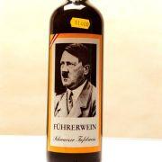 1997 verkauften geschäftsfreudige Weinhersteller Rotwein mit der Aufschrift «Führerwein - Schwarzer Tafelwein» im Adria-Badeort Jesolo für 11.000 Lire pro Flasche.