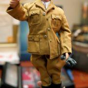 Die Hitler-Puppe ist ungefähr 40 Zentimeter groß.