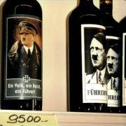 Den italienischen Führerwein gab es sogar mit verschiedenen Etiketten.