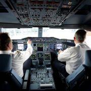 Als Pilotin zu klein: Tabus in bestimmten Berufen (Foto)