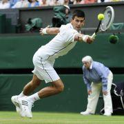 Djokovic gewinnt enge Zweitrundenpartie in Wimbledon (Foto)