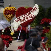 Mehr als 15 000 Rosen für Michael Jackson (Foto)