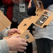 High-Tech trifft Pappe: Smartphone-Stereoskop von Google (Foto)