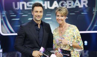Sonja Zietlow und Marco Schreyl präsentieren eine neue Folge der RTL-Actionshow Unschlagbar. (Foto)