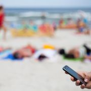 Urlaubs-SIM-Karte imHandyshop einlegen lassen (Foto)