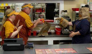 Tammy (Melissa McCarthy) mit einer gelungenen Verkleidung für den perfekten FastFood-Raub. (Foto)