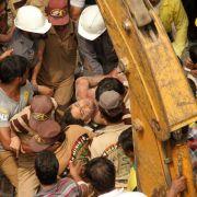 Mindestens 15 Tote bei Einsturz von Gebäuden in Indien (Foto)