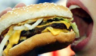 Weil er einen Mäuseschwanz auf seinem Cheeseburger hatte, muss ihm Mc Donald's nun knapp 3000 Euro Entschädigung zahlen. (Foto)