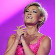 Ob sich Helene hier ein wenig von Goldkehlchen Michelle inspirieren lassen hat? Bei der Generalprobe zu einer Benefizshow im Jahre 2011 strahlt sie auf der Bühne mit viel Make-up im Gesicht.