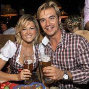 Das Traumpaar der Schlagerbranche Florian Silbereisen und Helene Fischer diesmal im Partnerlook beim Okotberfest im Jahre 2009.