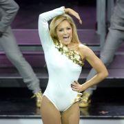 2014 dann wurden die Outfits immer knapper - zur Freude aller Fans. Statt der schüchternen Sängerin steht nun ein sexy Vamp auf der Bühne.