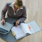 Viele Frauen setzen sich im Beruf selbst unter Druck (Foto)
