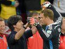 Bundestrainer Joachim Löw hofft, dass Torwart Manuel Neuer seinen Kasten im Viertelfinale gegen Frankreich sauber halten kann. (Foto)