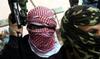 IS-Kämpfer bekommen offenbar nur noch den halben Sold. (Foto)