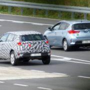 Erwischt: Erlkönig Toyota Cross Auris (Foto)
