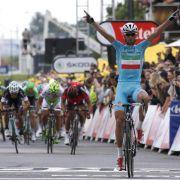 Nibali gewinnt zweite Tour-Etappe und holt Gelb (Foto)
