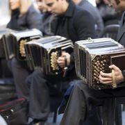 Hundert Bandoneonisten spielen Tango in Buenos Aires (Foto)