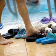 Veranstalter haftet nicht bei Sturz auf nassen Poolfliesen (Foto)