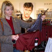 Überraschung oder Übergriff: Partner keine Kleidung aufdrängen (Foto)