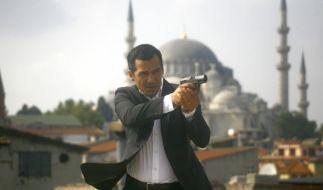 Mehmet Özakin (Erol sander) ist den Tätern auf der Spur. (Foto)