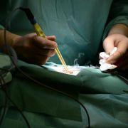Immer mehr Klinik-Behandlungen - Vor OP nach Notwendigkeit fragen (Foto)
