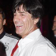 Löw jetzt mit WM-Krone - DFB-Boss sicher:2016 noch da (Foto)