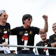DFB «total sicher»: Löw macht bis 2016 weiter (Foto)