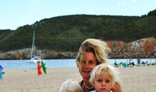 Nina Unrau mit ihren Zwillingen Pepe und Bosse. (Foto)
