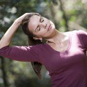 Gerade beim Sport und anderen körperlichen Aktivitäten können schwere, schmerzende Brüste sehr stören.