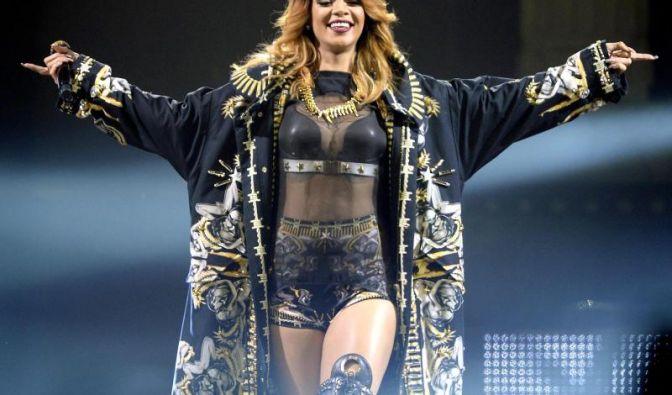 Rihanna weiß ihre Kurven gekonnt in Szene zu setzen. Bei einer Größe von 1,73 m wiegt die Sängerin etwa 62 Kilo. (Foto)