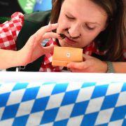 Die Nase voll - Frauen mischen Tabakschnupfer-WM auf (Foto)