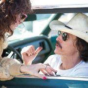 Ron (Matthew McConaughey) und Rayon (Jared Leto) besprechen die nächste Medikamentenlieferung.